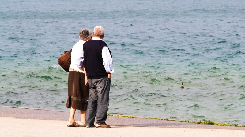 Environ un tiers des retraités touchent leurs rentes AVS à l'étranger Forum / 12 min. / le 22 juin 2017